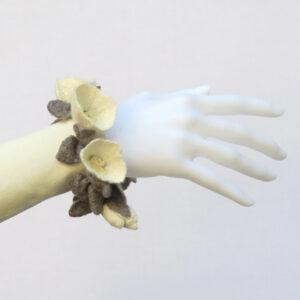AO21weiss-arm