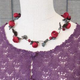 Little rose collier