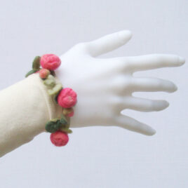 Little rose bracelet